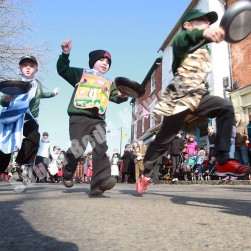 olney_boys_pancake_race